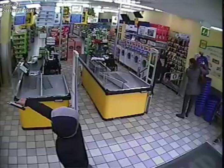 Assalto al supermercato, ordinanza in carcere per un baby rapinatore