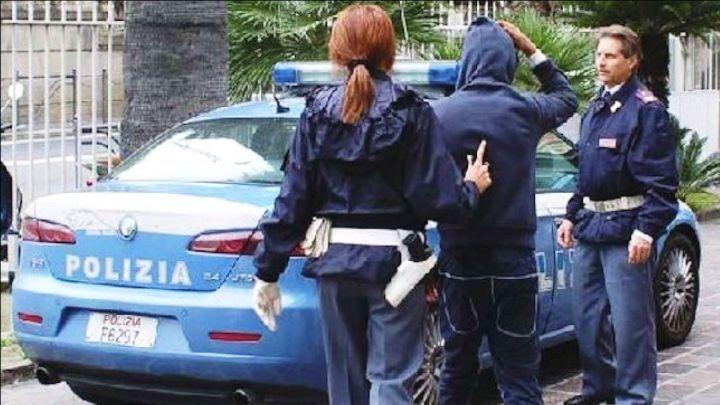 Insofferente ai domiciliari, evade ed avvisa la polizia: intercettato ed arrestato