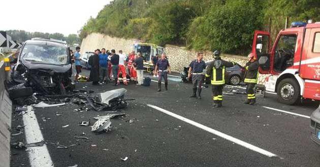 Maxi-incidente sull'A1, carambola di auto. Tre feriti
