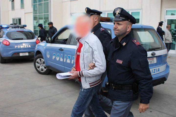 Rapinano due giovani sulla circum di 25 euro, in tre finiscono agli arresti. LEGGI I NOMI