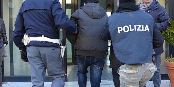Giugliano, blitz a Casacelle. La polizia arresta pericoloso latitante
