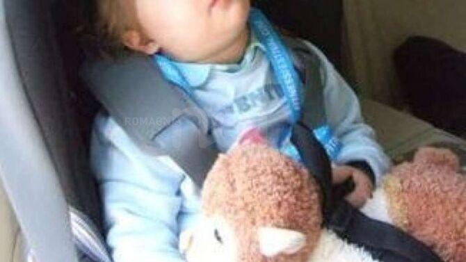Bimbo di 3 anni resta chiuso in auto col caldo. Muore asfissiato