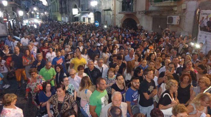"""Calvizzano, oltre 6mila persone in piazza per assistere all'apertura della """"Porta Santa"""""""