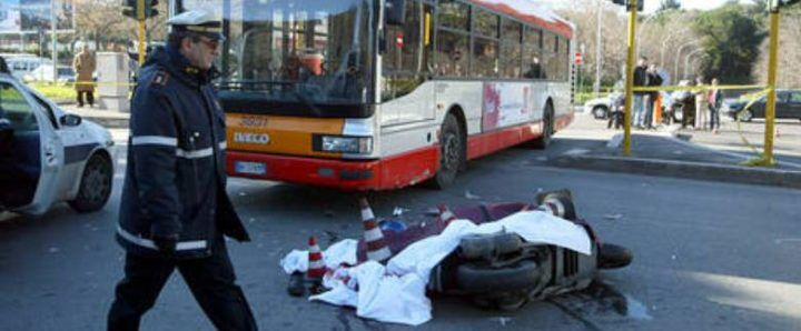 Spaventoso incidente a Napoli, un morto e 3 feriti gravi