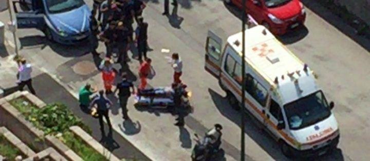 Terrore al centro direzionale, folle con la pistola semina il panico