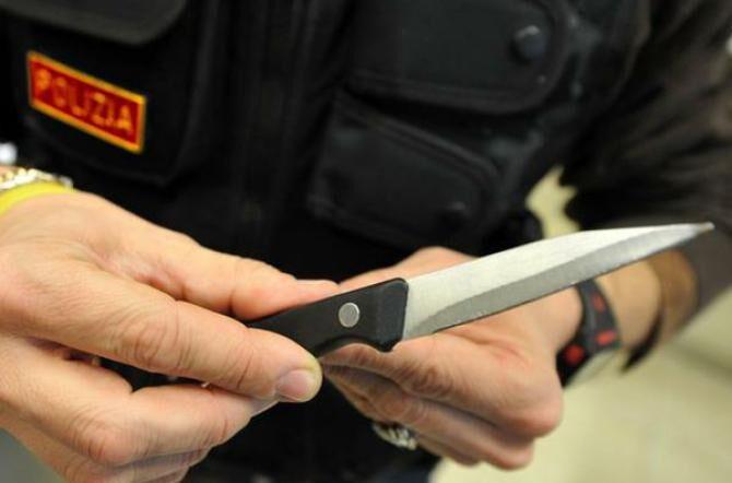 Napoli, rapina in Villa comunale 16enne accoltellato. Corsa in ospedale