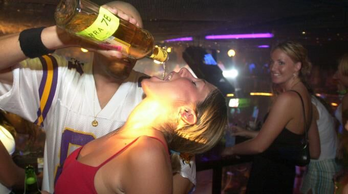 Paura in provincia, ragazza si ubriaca e va in coma etilico a 15 anni