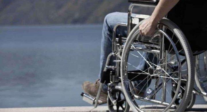 Napoli, fingono di aiutare uomo disabile per rapinarlo. In manette un 43enne. NOME