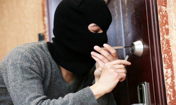 Pozzuoli, furti in casa: ladri presi dopo il colpo. Recuperata la refurtiva