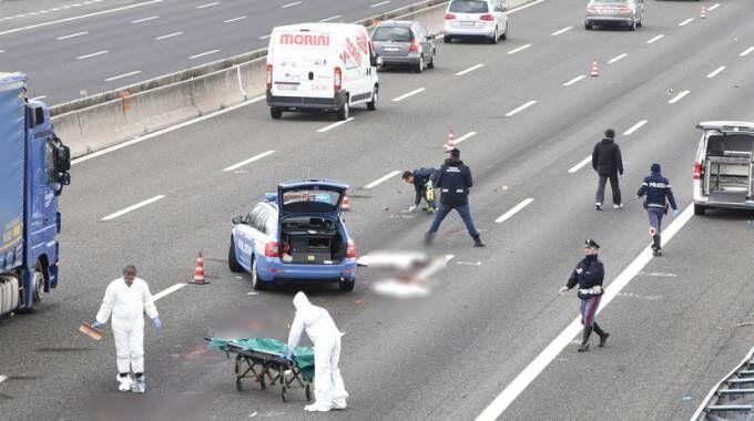 Tragedia a Napoli sull'A1, muore motociclista. Traffico in tilt