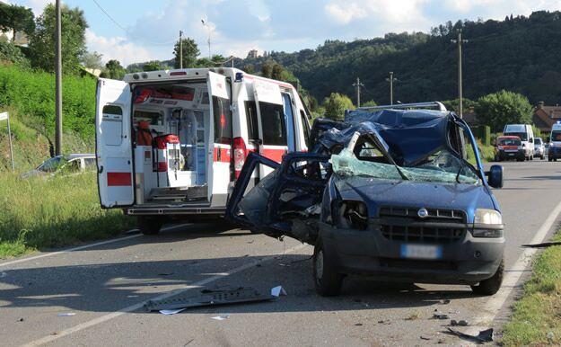 Terribile schianto sulla statale, due feriti in gravi condizioni