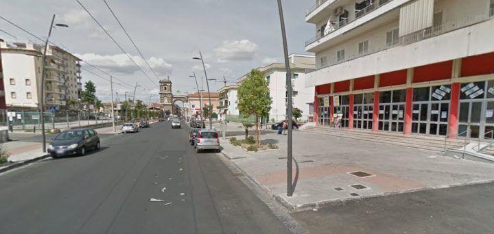 Paura vicino al Metropolitan, avvistati uomini armati a bordo di scooter