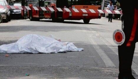 Choc in città, trovato uomo morto in una pozza di sangue