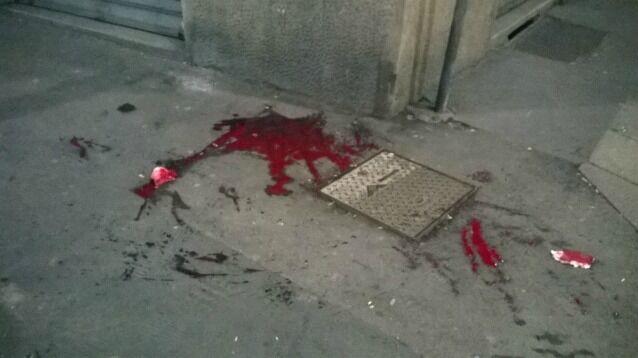 Follia a Napoli, baby-bang massacra di botte passante con una mazza di ferro