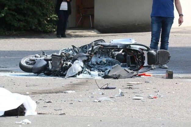 Napoli tragico scontro tra due scooter. Muore un 17enne