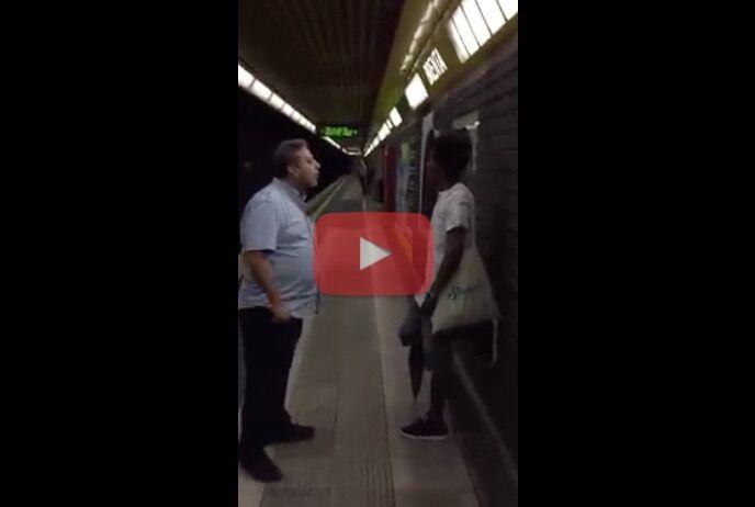 """Metro, il controllore insulta l'immigrato: """"Sei una m…."""".  Il web si divide. Video"""