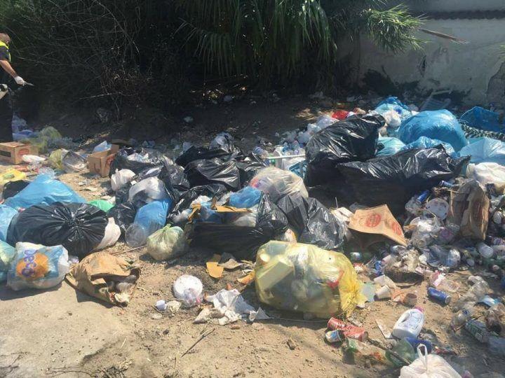 Da Castelvolturno a Giugliano per smaltire rifiuti, lido individuato e denunciato