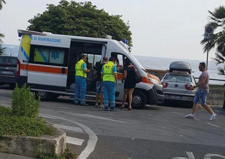 Ambulanza usata come taxi, incredibile nel napoletano