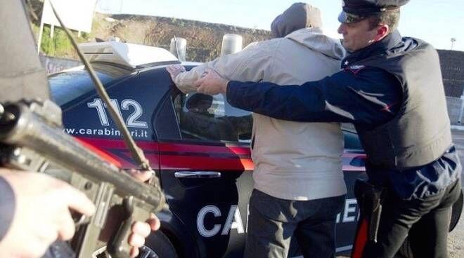 Sant'Antimo, pusher cosparge di benzina drogato per 20 euro. Arrestato
