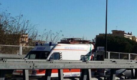 Incidente sull'asse mediano, coinvolti tre veicoli. Traffico in tilt
