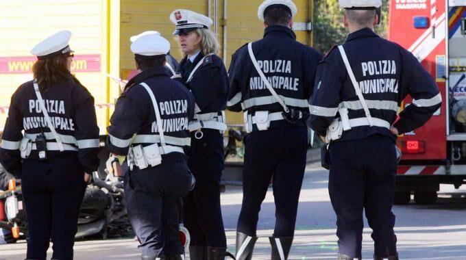 Campania, si cercano 100 vigili urbani. Basta il diploma: ecco tutti i requisiti