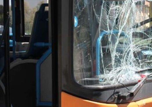 """""""Ho fatto tardi"""" e aggredisce l'autista dell'autobus"""