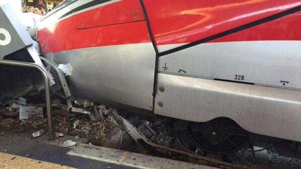 Stazione centrale di Napoli: Frecciarossa contro paraurti