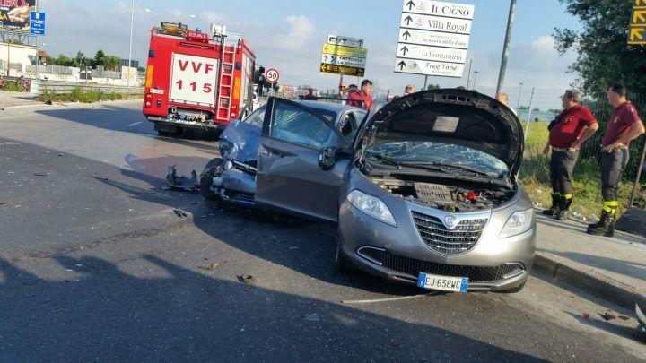 Brutto incidente sulla rotonda killer: diversi i feriti