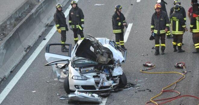 Schianto mortale sull'A1, muore una donna. Grave un uomo
