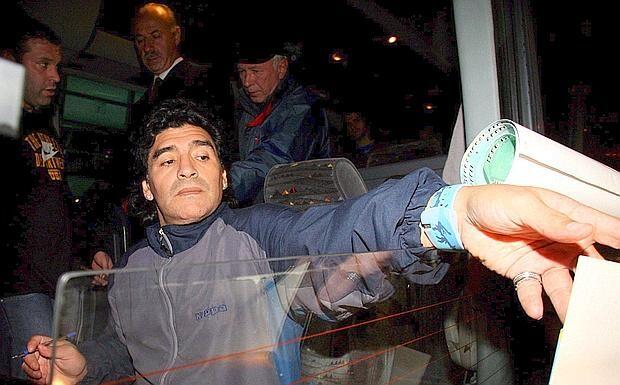 Guai per Maradona, fermato all'aeroporto con documento rubato