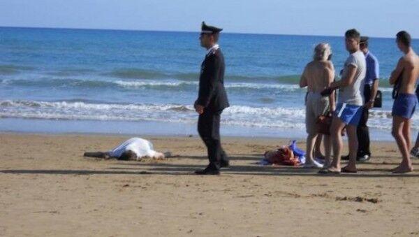 Pranza sulla spiaggia, si tuffa e muore. Tragedia in vacanza