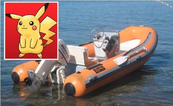 Moglie lascia il marito in vacanza: cercava Pokemon in mare col gommone