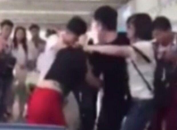 Follia nel noto centro commerciale: picchia la moglie davanti a tutti