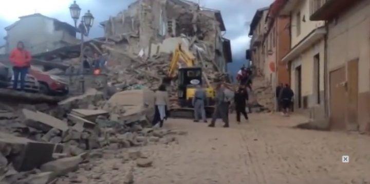 Terremoto devastante in Italia, interi paesi rasi al suolo. LE PRIME IMMAGINI