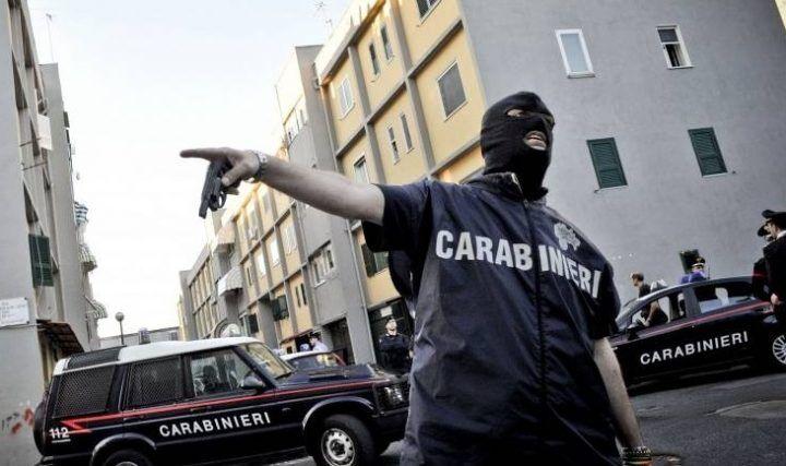 Blitz dei carabinieri alla Vanella Grassi, sequestro di droga e 4 arresti