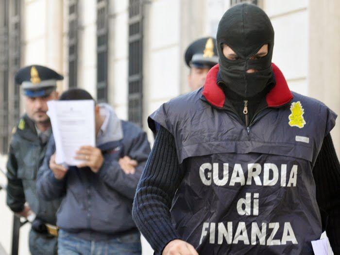 Maxi blitz della Finanza: 20 arresti tra politici, funzionari ed imprenditori