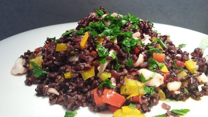 Ricette e sapori della nostra buona terra, riso venere con peperoni e calamari