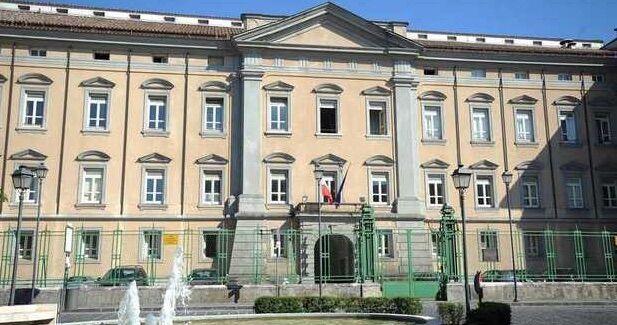 Allarme bomba al tribunale Napoli Nord, edificio evacuato