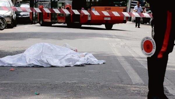 Si accascia in strada e muore a soli 30 anni, choc a Napoli