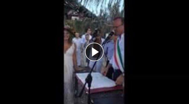 Gigi D'Alessio celebra un matrimonio, il video spopola sul web. Video