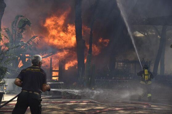 Incendio a Marano nella notte, paura tra i residenti
