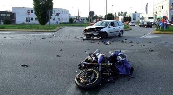 Terribile incidente in moto, gamba amputata d'urgenza