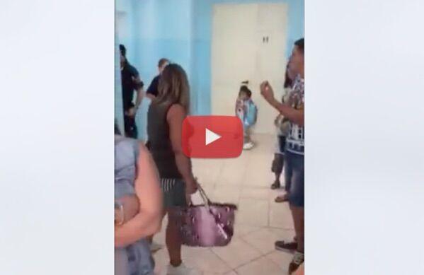 Melito, bambini restano fuori dall'asilo: protesta dei genitori. Intervengono i carabinieri. Video