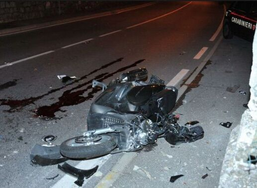 Orta di Atella, ancora un incidente in via Purgatorio: scontro auto scooter