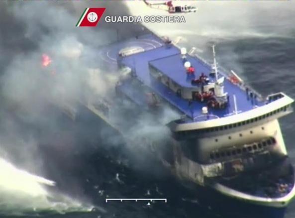 Terrore a bordo, nave prende fuoco tra Palinuro e Amalfi