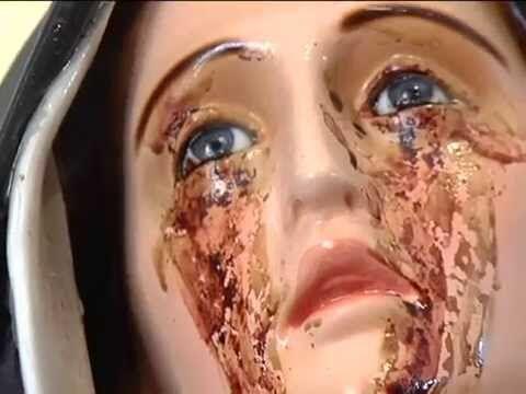 Madonna piange lacrime di sangue, la gente grida al miracolo