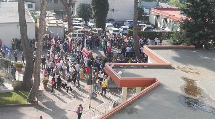 Pineta Grande, sit-in di protesta di medici e infermieri