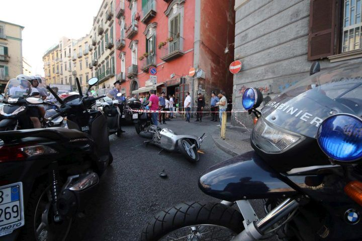 Napoli sotto scacco della camorra, sparatoria in via Toledo