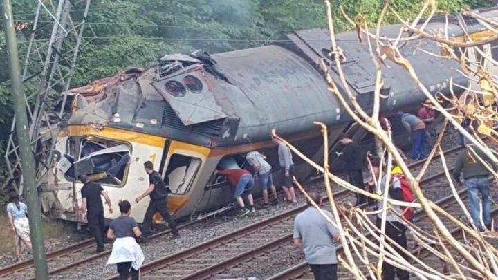 Tragedia ferroviaria, treno deraglia fuori dai binari. Morti e feriti