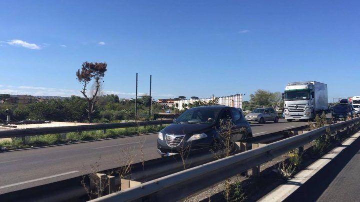 Impatto tra auto e camion sull'Asse Mediano, traffico in tilt